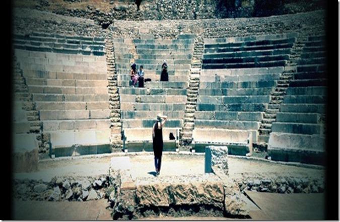 Epidauros_–_Ena_theatriko_ntokimanter_apo_tin_omada_projector