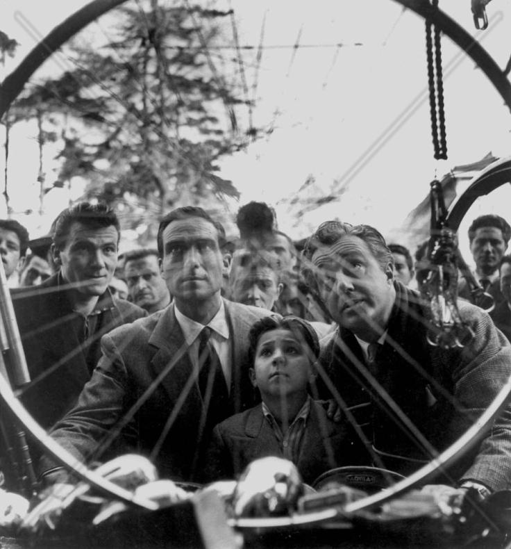 ladri_di_biciclette_enzo_staiola_vittorio_de_sica_1