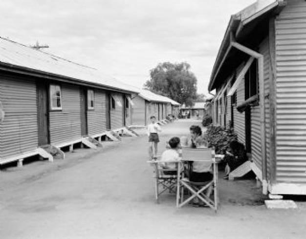 """Έλληνες μετανάστες στην Αυστραλία στο κέντρο μεταναστών """"Μπονεγκίλα"""""""