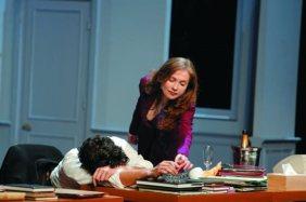 Les Fausses Confidences - de gd Bernard Verley, Isabelle Huppert, Louis Garrel (c) Pascal Victor 01