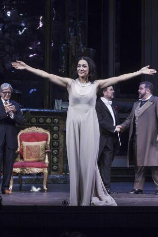 premiera traviatas myrto papathanasiou