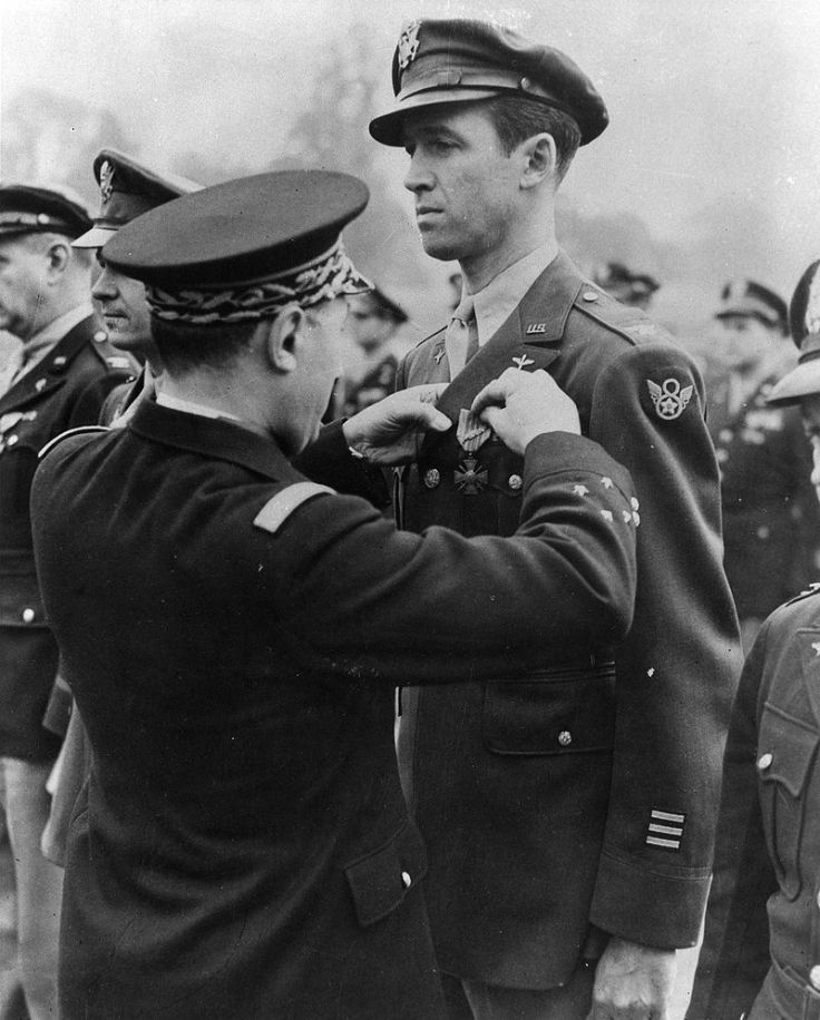 Jimmy_Stewart_getting_medal