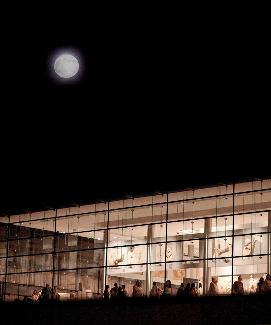 Acropolis_Museum_August_Full_Moon