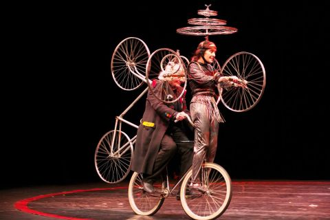 """*legende* Spectacle """"Le Cirque Invisible""""  de et avec Victoria Chaplin et Jean-Baptiste Thierrée"""