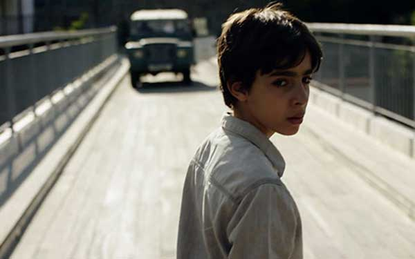 boy-on-the-bridge_panoramaevropaikou