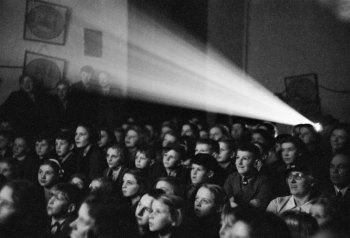 Γιατί το κοινό πάει στον κινηματογράφο; Ποιο είναι το πραγματικό νόημα της λέξης ψυχαγωγώ;